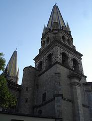 Stiff neck church tower / Clocher torticolis.