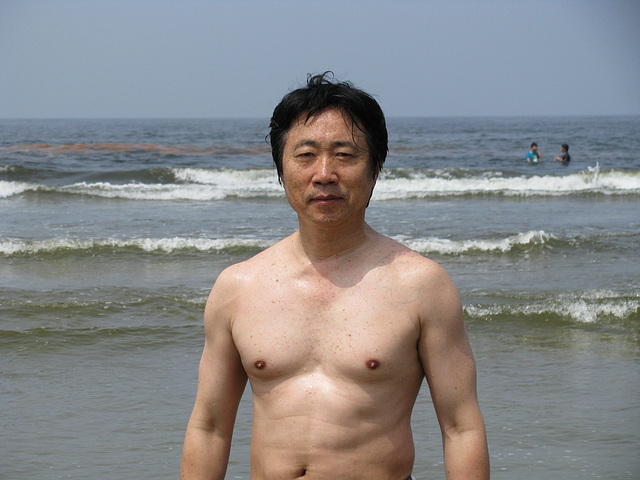 Song stands on Taean-beach in 2009-07태안밧개