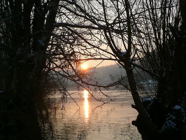 Morgendämmerung an der Elbe bei -5°C am 28.1. 2011