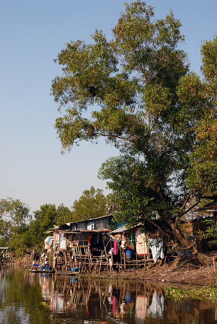 Slum huts at the Khlong Si side