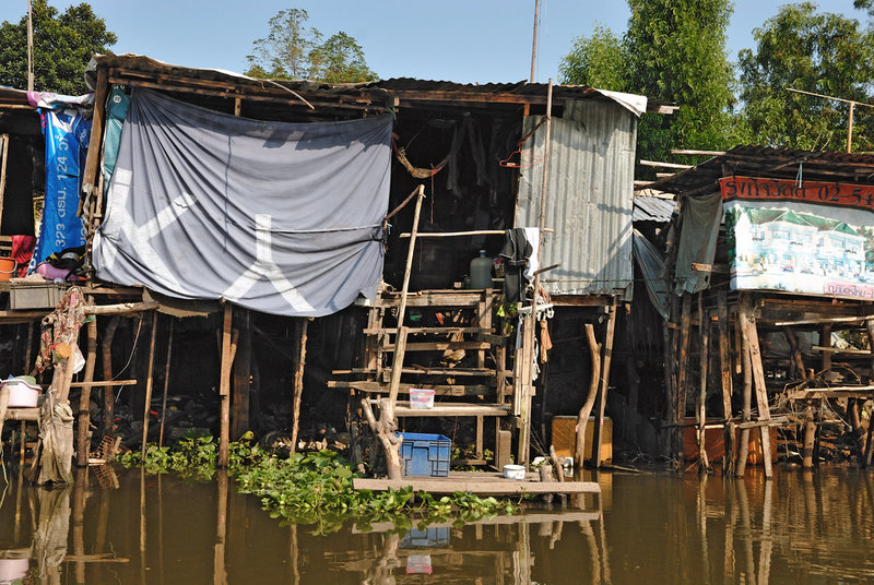 Poor housing at the Khlong Si water side