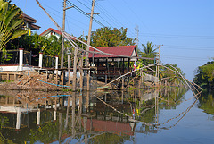 A stately home on Khlong Saen Saeb
