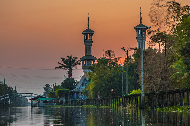 Samunyinam Mosque minarets in sunset light