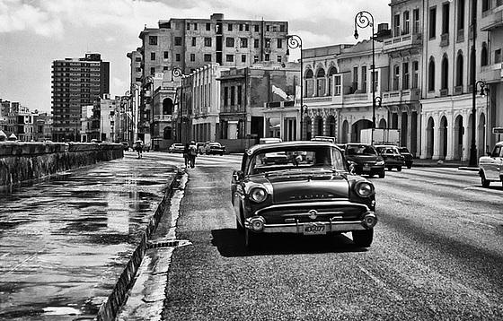 Malecón_de_La_Habana