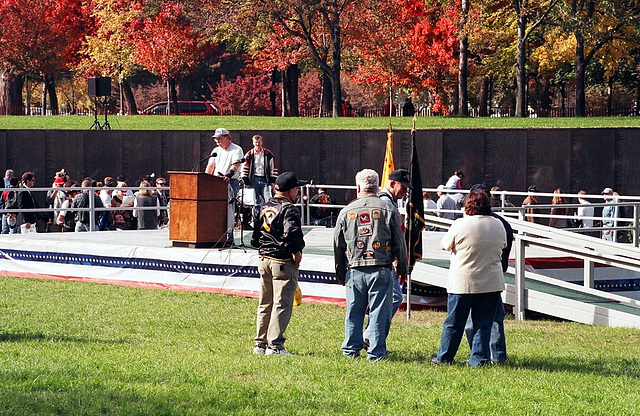 05.02.VeteransDay.VietnamVeteransMemorial.WDC.9November2002