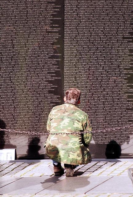 05.03.VeteransDay.VietnamVeteransMemorial.WDC.9November2002