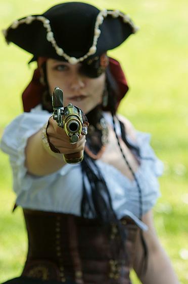 Achtung!!! Ich schieße auf Püppchen!