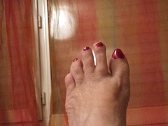 Lilette la Pipelette / Son pied ! Lilette's foot !  Cadeau podoérotique / Podoerotic gift.