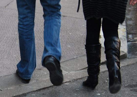 Petit kido de Lilette / Lilette's street gift - Lady in leather sexy boots / Dame en bottes de cuir sexy - 20 janvier 2009