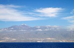 Der Pico del Teide auf Tenerife, der höchste Berg Spaniens - ausnahmsweise mit Schnee, was sehr selten ist. ©UdoSm