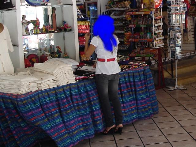 Acapulco, Mexique / 8 février 2011. Anonymous blue hair - Cheveux bleus anonymes