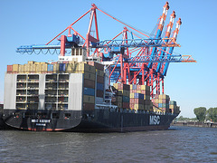 Containerschiff   MSC  KERRY