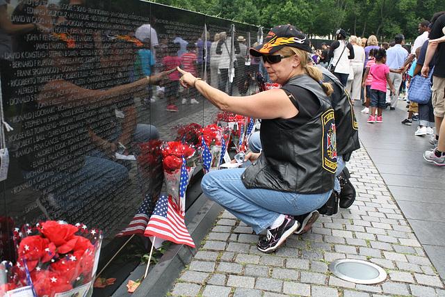 98.VietnamVeteransMemorial.WDC.29May2010