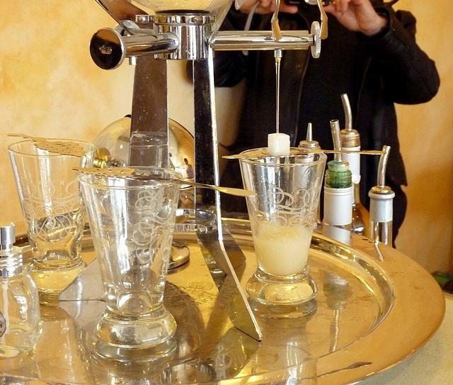 Préparation d'un verre d'absinthe