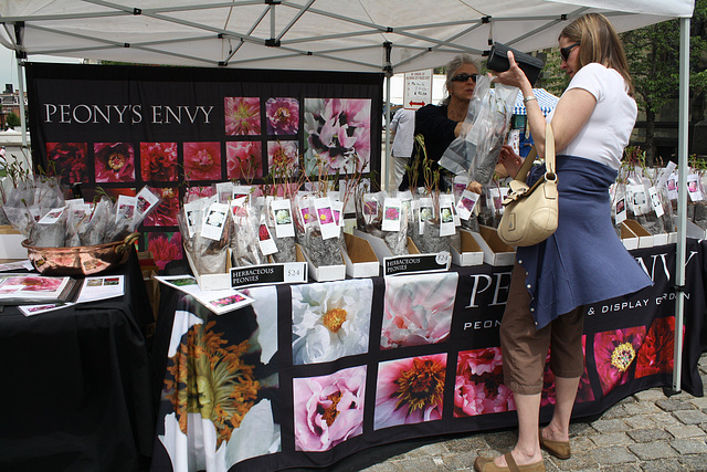 20.Exhibitors.Flowermart.Baltimore.MD.7May2010