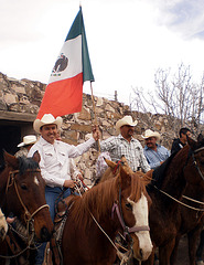 Javier Meléndez y jinetes del norte llegando al Almuerzo Villista