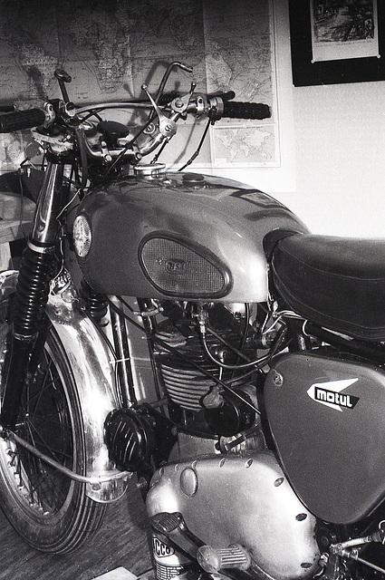 Cadre redressé , moto remontée