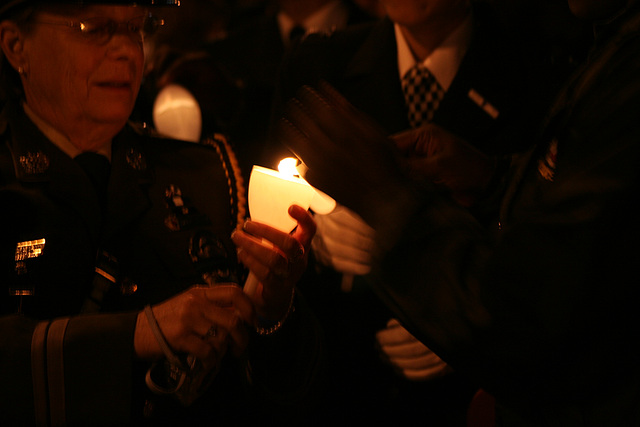 03.CandleVigil.Light.NLEOM.EStreet.WDC.13May2009