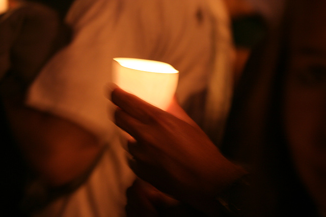 05.CandleVigil.Light.NLEOM.EStreet.WDC.13May2009