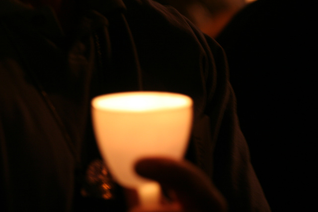 08.CandleVigil.Light.NLEOM.EStreet.WDC.13May2009