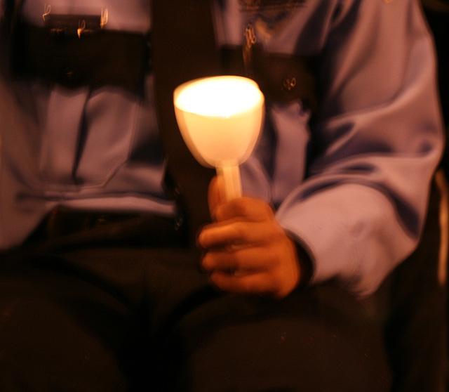 09a.CandleVigil.Light.NLEOM.EStreet.WDC.13May2009