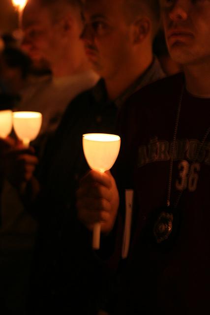 13.CandleVigil.Light.NLEOM.EStreet.WDC.13May2009