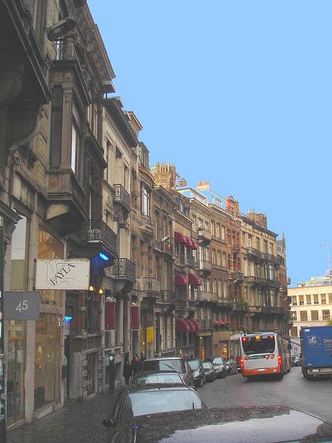 Fayla / Bruxelles- Belgique / Belgium - 9 novembre 2007- Ciel bleu photofiltré / Photofiltered blue sky.