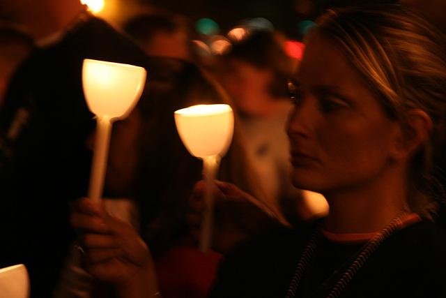 19.CandleVigil.Light.NLEOM.EStreet.WDC.13May2009