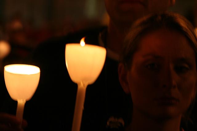 20.CandleVigil.Light.NLEOM.EStreet.WDC.13May2009