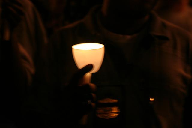 22.CandleVigil.Light.NLEOM.EStreet.WDC.13May2009