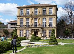 Le pavillon Vendôme et ses buis taillés
