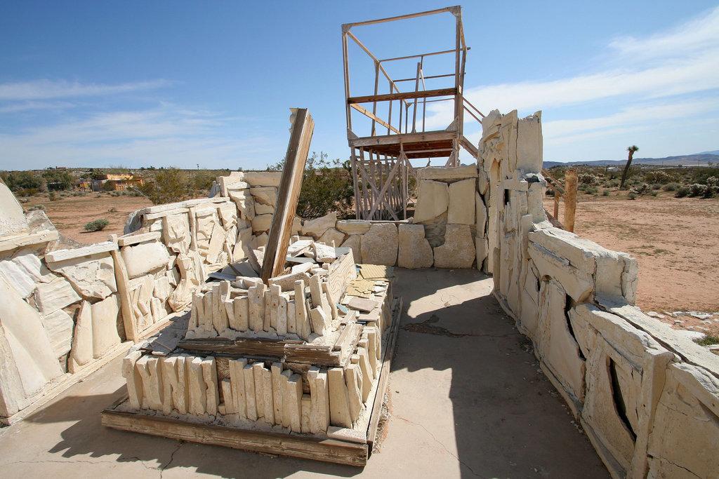 Noah Purifoy Outdoor Desert Art Museum - Spanish Arch & Gallows (9936)