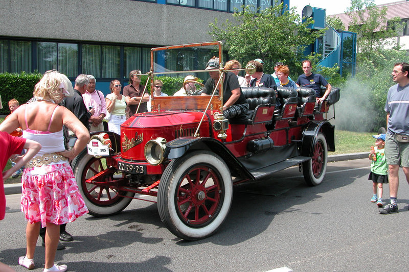 Steam cars at the National Oldtimer Day in Holland: 1913 Stanley Star Mountainwagon
