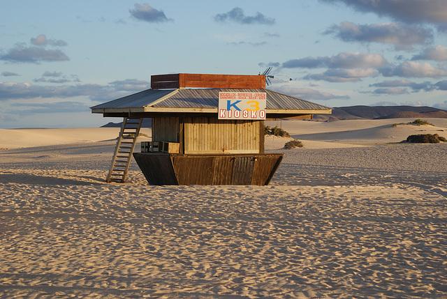 Kiosko en el deserto