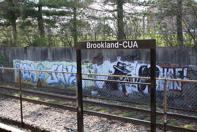 23.GraffitiTagging.WMATA.BrooklandCUA.NE.WDC.6April2011
