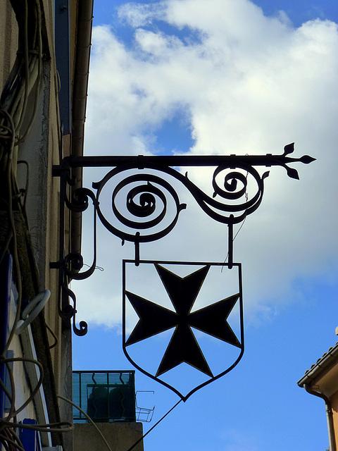 Croix de Malte sur ciel Aixois