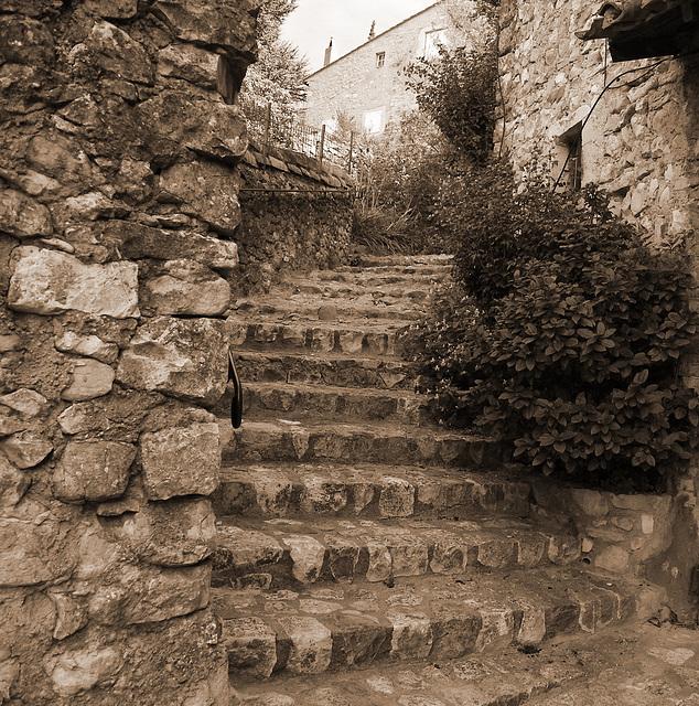 Village de MIRMANDE en sépia