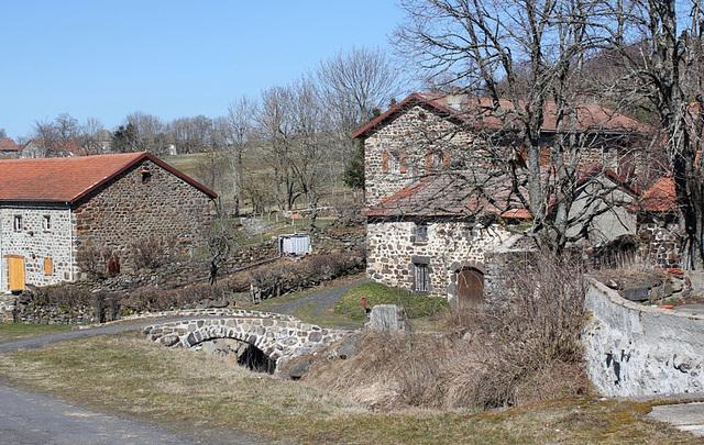 Village de Présailles -petit pont