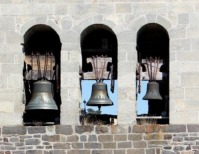 les trois cloches- Présailles