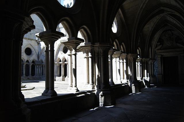 PORTO  le cloître de la cathédrale