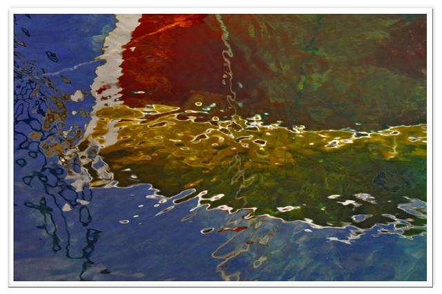 Reflets dans la calanque de Méjean.
