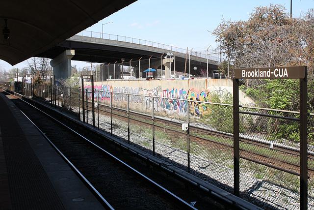 43.GraffitiTagging.WMATA.BrooklandCUA.NE.WDC.6April2011
