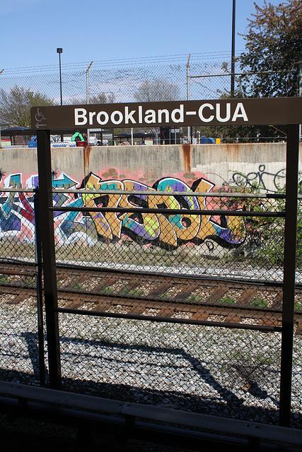 46.GraffitiTagging.WMATA.BrooklandCUA.NE.WDC.6April2011