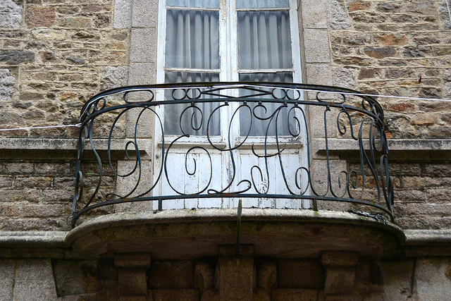 Dinan 2014 – Balcony with letters