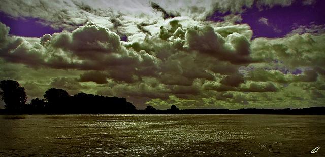 wolkenhimmel ueber der elbe#