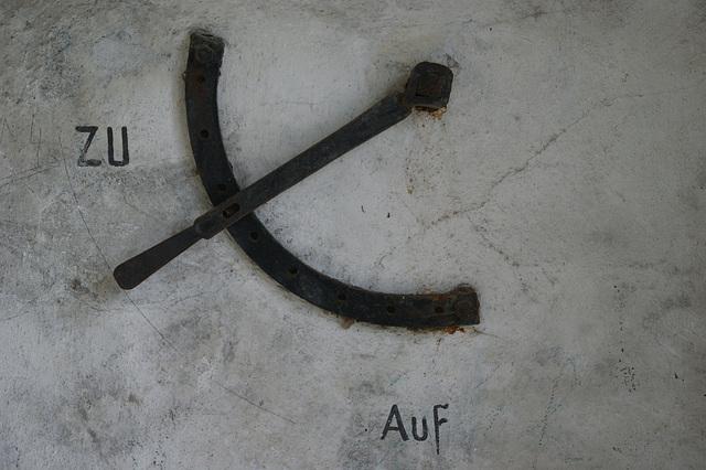 Zu / Auf