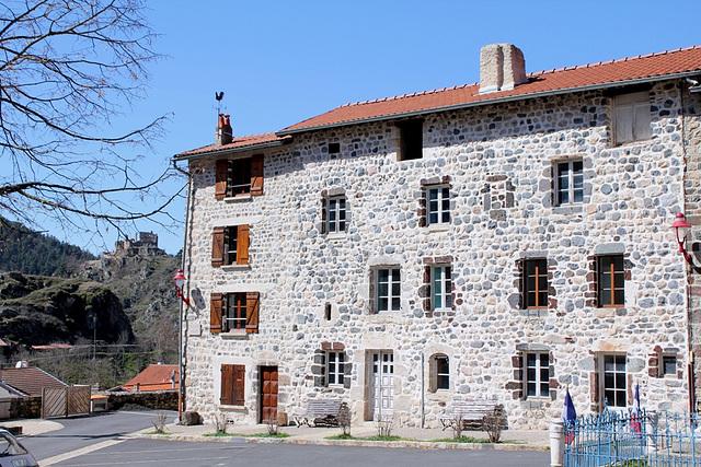 Belle maison sur la place de l'église