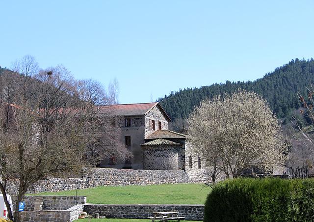 Maison dans le bas du village