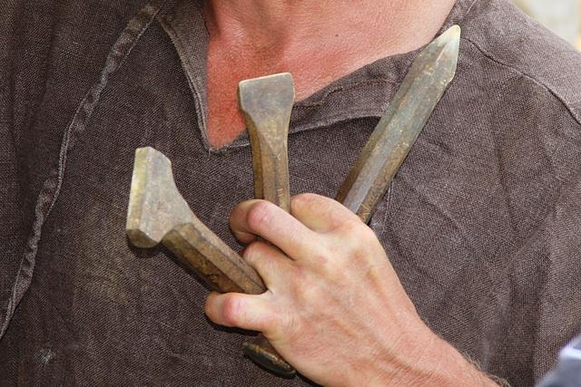 Les outils des tailleurs de pierre - Guédelon