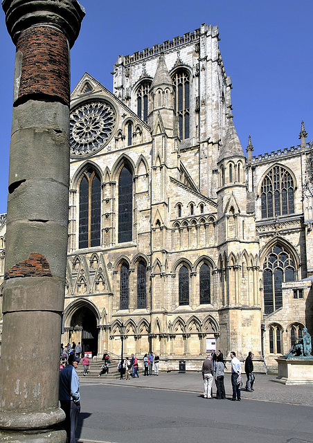 York Minster & Roman column.